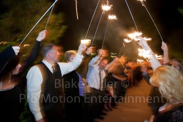120519-Ponte-Family-Winery-Wedding-018-0976-1000pme-600x400